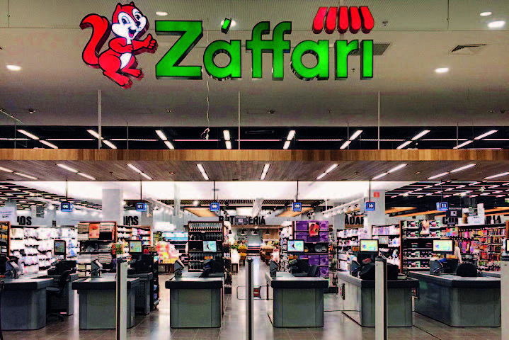 """Quando chegou a São Paulo, em 2008, a marca precisou ganhar um acento agudo no primeiro """"a"""" – Záffari; os paulistanos pronunciavam """"safári""""; na foto, a loja do Morumbi Town"""